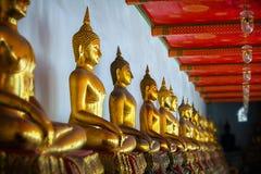 Bildhauerische Bilder von Buddha im alten Tempel Bangkok, Thailand Lizenzfreies Stockbild