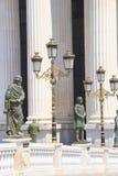 Bildhauerisches Ensemble nahe dem archäologischen Museum von Skopje, Mazedonien stockbilder