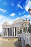 Bildhauerisches Ensemble nahe dem archäologischen Museum von Skopje, Mazedonien stockbild