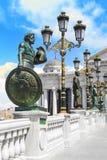 Bildhauerisches Ensemble nahe dem archäologischen Museum von Skopje, Mazedonien lizenzfreies stockfoto