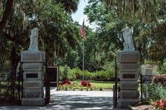 Bildhuggar- staty Bonaventure Cemetery Savannah Georgia för kristen ingångskyrkogård arkivbild