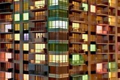 Bildingsminiatuur met verschillende kleuren van licht wordt verlicht dat royalty-vrije stock foto's