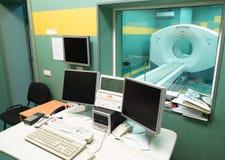 Bildläsare för CT (beräknad tomography) i ett oncologysjukhus Arkivbild