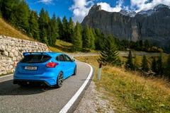 Bildrev på bergvägen i Dolomites, Italien royaltyfria foton