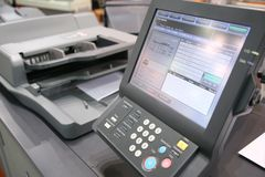 Bildschirm der gedruckten Ausrüstung Stockfotografie