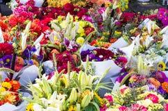 Bildschirmanzeige der Blumenvorbereitungen am Markt lizenzfreie stockbilder