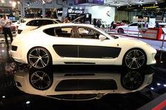 Bildschirmanzeige der Dubai-Autoausstellung NOVEMBER-14-2011 Mistrale Lizenzfreies Stockfoto