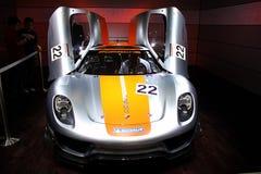 Bildschirmanzeige der Dubai-Autoausstellung NOVEMBER-14-2011 Porshe Lizenzfreie Stockfotografie