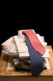 Bildschirmanzeige der Mannhemden und -gleichheit Lizenzfreies Stockfoto
