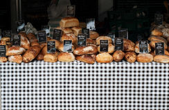 Bildschirmanzeige des Brotes an einem Marktströmungsabriß Stockfotos