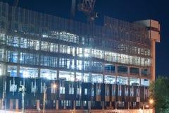 Bildschirmsystem auf Baustelle nachts Stockfotografie
