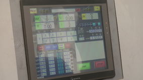 Bildskärm av kubik-presser på den syntetiska diamantfabriken