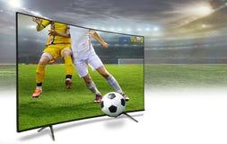 bildskärm som 4k håller ögonen på smart tvöversättning av fotbollleken Arkivfoto