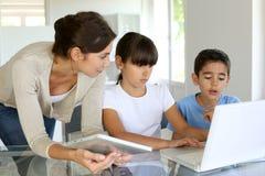 Bildung mit neuen Technologien Lizenzfreie Stockfotos