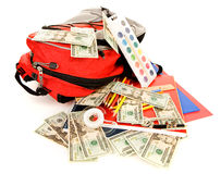 Bildung: Stapel Schulbedarf mit dem Bargeld zerstreut Lizenzfreie Stockbilder