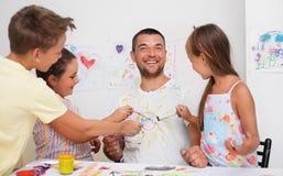 Bildung und Familienkonzept lizenzfreies stockfoto