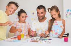 Bildung und Familienkonzept lizenzfreie stockbilder