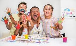Bildung und Familienkonzept lizenzfreie stockfotografie