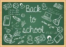 Bildung zurück zu Schulikonen über grünem chalkboa Stockbild