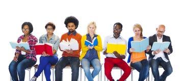 Bildungs-College-verschiedene Verschiedenartigkeits-ethnisches Ethnie-Konzept Stockbilder