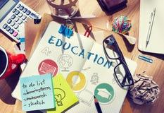 Bildungs-Wort-Glühlampen-Hut-Buch-Ikonen-Grafik-Konzept Lizenzfreie Stockfotografie