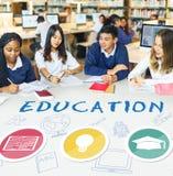 Bildungs-Wort-Glühlampen-Hut-Buch-Ikonen-Grafik-Konzept Lizenzfreie Stockbilder