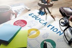 Bildungs-Wort-Glühlampen-Hut-Buch-Ikonen-Grafik-Konzept Lizenzfreie Stockfotos