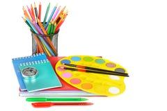 Bildungsarbeitsplatz-Hintergrundkonzepte Bildungsarbeitsplatz-Hintergrundkonzepte Bleistift, Briefpapier, Bücher und andere Schul lizenzfreie stockfotos