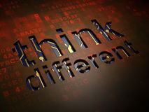 Bildungskonzept: Denken Sie unterschiedliches auf digitalem Schirmhintergrund Stockfoto