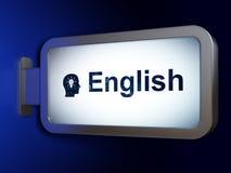 Bildungskonzept: Englisch und Haupt mit Glühlampe auf Anschlagtafelhintergrund stockfotografie