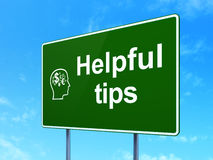 Bildungskonzept: Hilfreiche Tipps und Kopf mit Lizenzfreie Stockbilder