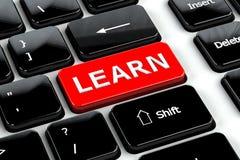 Bildungskonzept: Lernen Sie auf Computertastaturhintergrund Lizenzfreie Stockbilder
