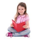 Bildungskonzept - nettes Buch des kleinen Mädchens Leselokalisiert auf wh Lizenzfreies Stockfoto