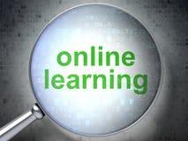 Bildungskonzept: Online, lernend mit optischem Glas Stockfotos