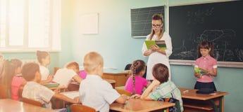Bildungskonzept, Schulkinder, Lektion Stockfotografie