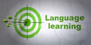 Bildungskonzept: Ziel und Erlernen der Sprache auf Wandhintergrund lizenzfreie abbildung