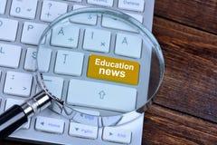 Bildungsnachrichten auf Tastaturknopf Lizenzfreies Stockbild