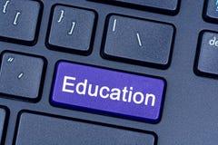 Bildungswort auf Tastatur Lizenzfreie Stockfotografie