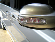Bilen avspeglar Royaltyfria Foton