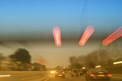 bilen fast huvudvägen Arkivfoto