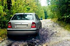 bilen samlar plaska t-vatten Fotografering för Bildbyråer