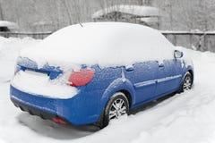 Bilen under snow Fotografering för Bildbyråer