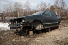 Bilen väntar på reparation Arkivbild