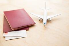 Biletowy lota lotniczego samolotu podróży osoba w podróży służbowej wycieczki paszport Fotografia Stock