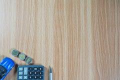 Bilförsäkring och bilservicebegrepp äganderätt för home tangent för affärsidé som guld- ner skyen till Leksak ca Fotografering för Bildbyråer