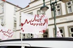 Bilflagga som att gifta sig precis Fotografering för Bildbyråer