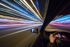 Bilflyttningarna på stor hastighet Fotografering för Bildbyråer