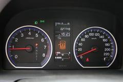 Bilhastighetsmätare Arkivbild