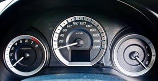 Bilhastighetsmeter 1 Arkivbild