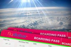 Bilhete de ar FLYDUBAI RÚSSIA, ROSTOV ON DON Janela de um avião Imagens de Stock Royalty Free